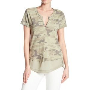 Sanctuary Camo SS V Neck Tee Layered Small Green